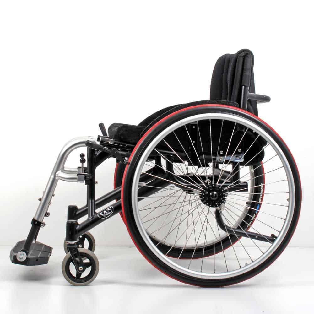 Wolturnus Dalton High Performance ADl rolstoel zij aanzicht